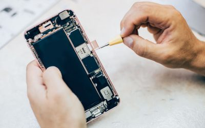 What Should I Look for When Choosing a Cell Phone Repair Store?